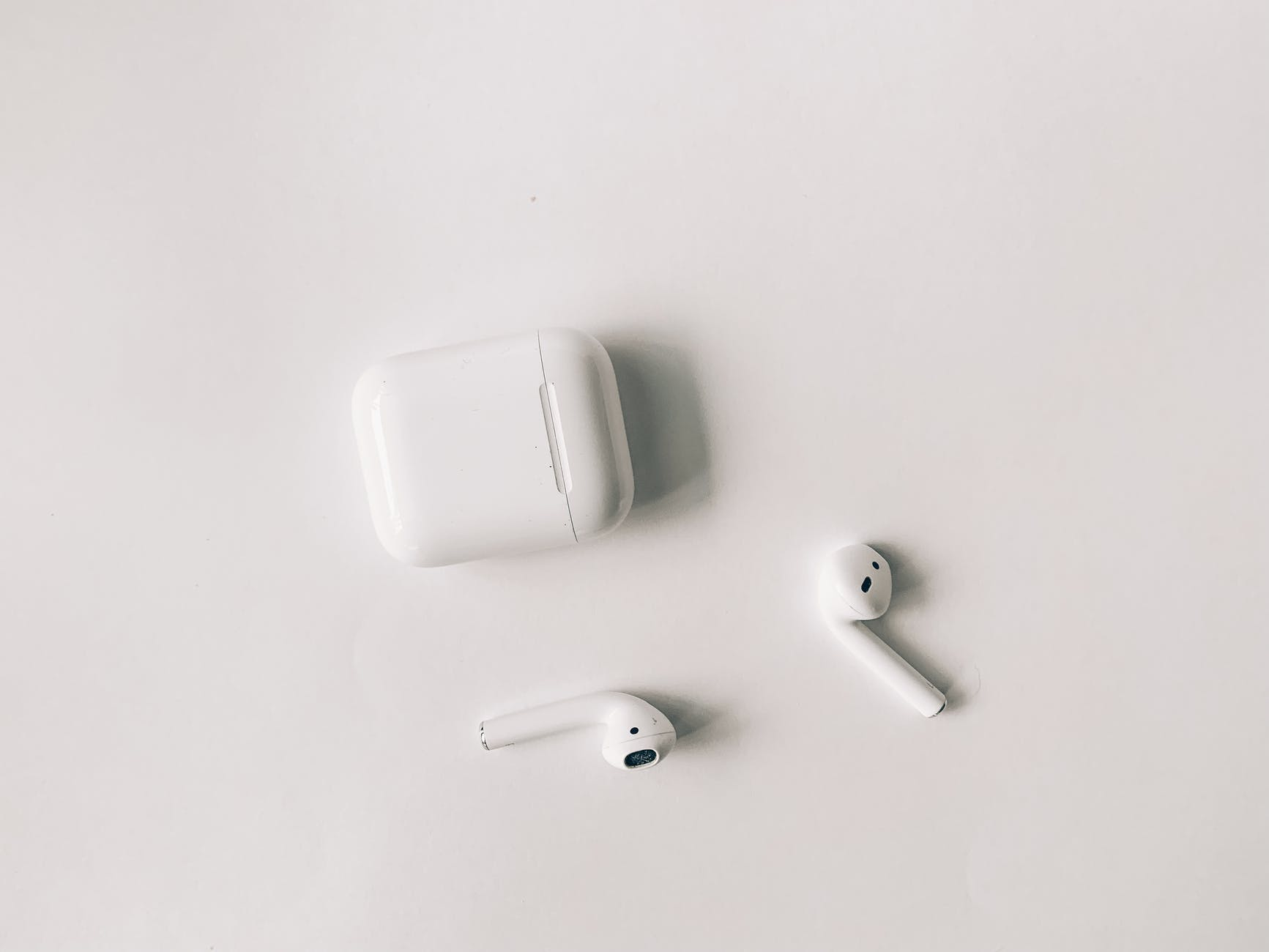Airpords, dongle, play4